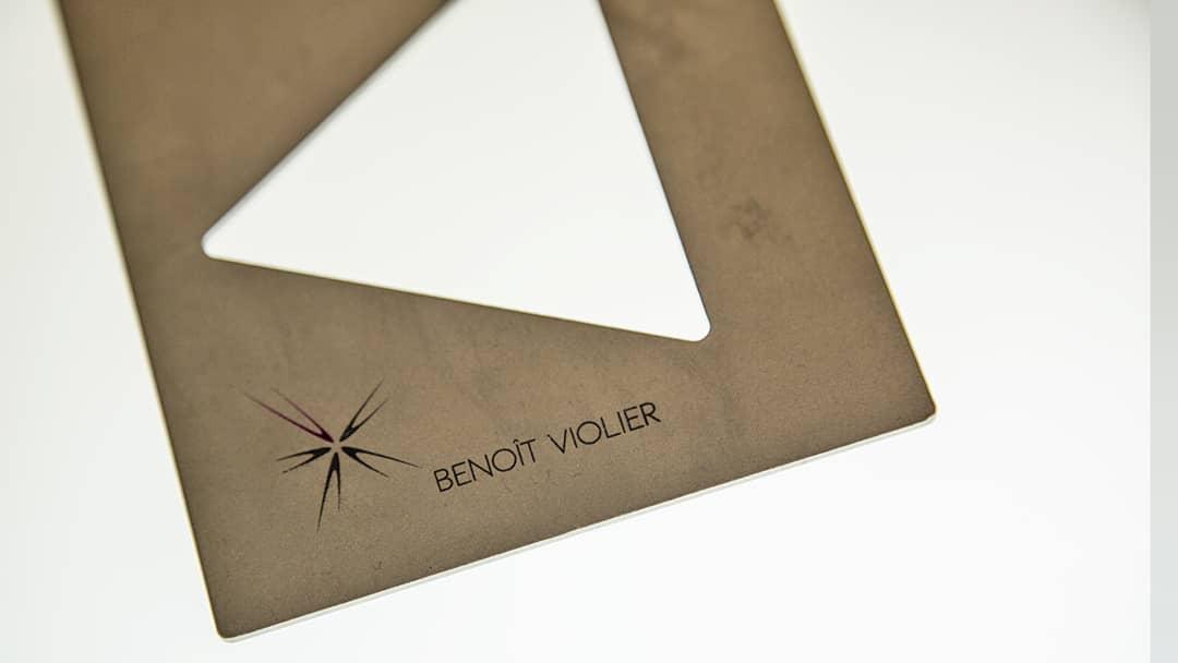 Design Benoît Violer - Tampographie sur métal - Imprimeur Mabasi
