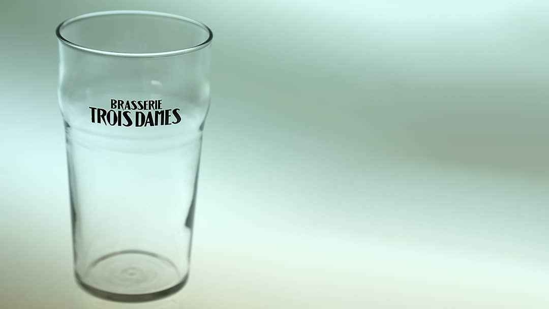 Verre à bière Brasserie Les Trois Dames - Impression sur verre par tampographie - Mabasi Lab imprimeur