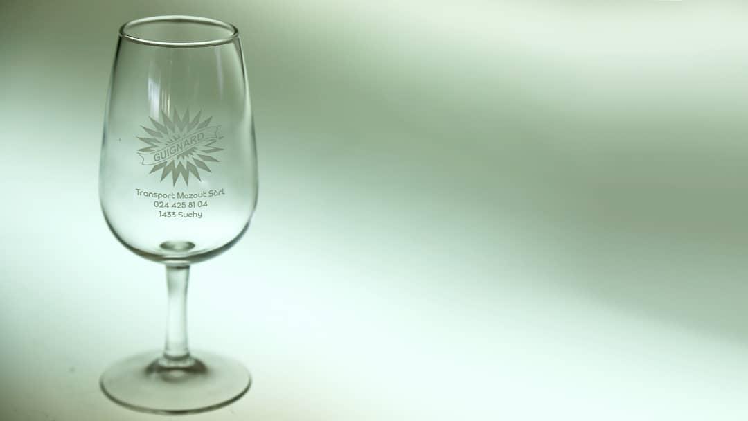 Verre à pied Guignard - Impression sur verre par tampographie - Mabasi Lab imprimeur
